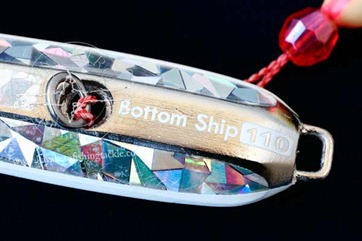 ENGETSU-BOTTOM-SHIP-----Particolare-serigrafia-protezione-posteriore-e-solid-ring