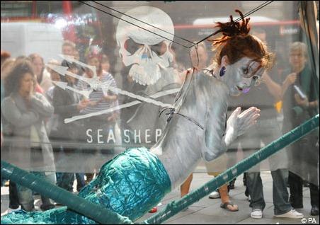 Campagna di protesta  contro shark finning a Londra a Regent Street