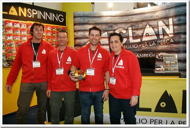 MONDO-PESCA-Report---Claudia-e-lo-Staff-di-Clan