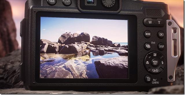 Panasonic-Lumix-FT7-schermo-LCD-e-comandi