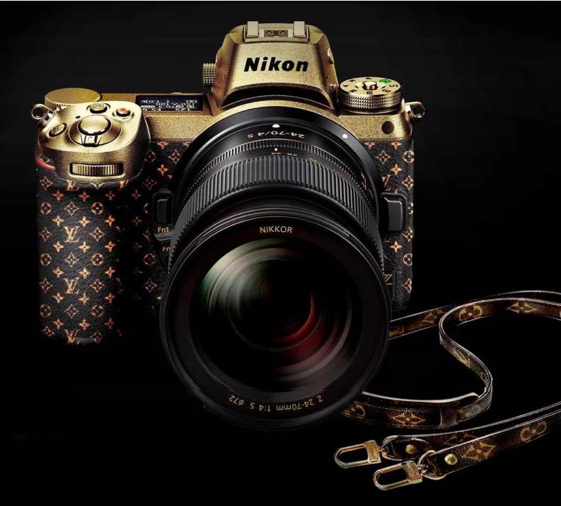 Nikon tutta d'oro