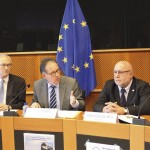 JClaude-Bel-e-rappresentanti-associazioni-pesca-sportiva-a-Bruxell.jpg