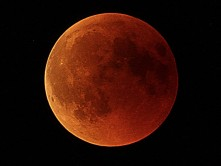 Red-Moon-by-Kayakero.jpg